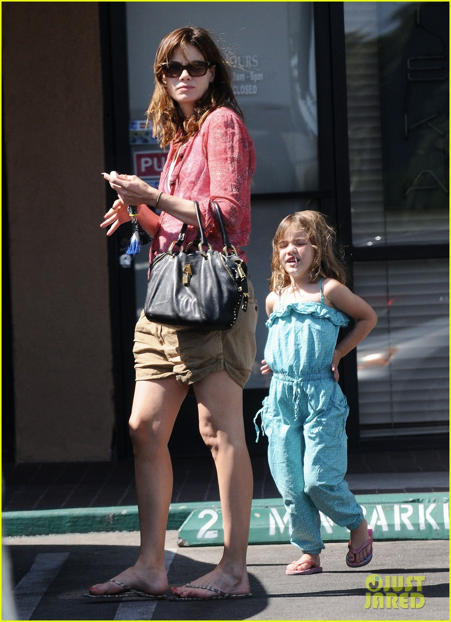 michelle monaghan visits the nail salon with willow 092896894