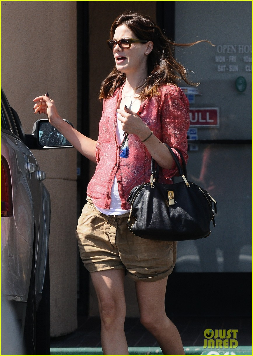 michelle monaghan visits the nail salon with willow 18