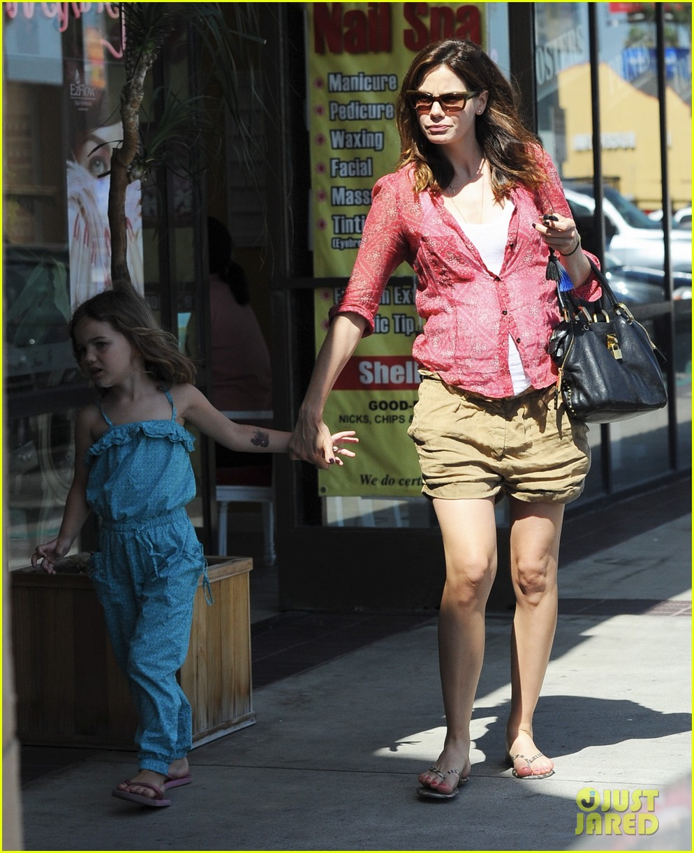 michelle monaghan visits the nail salon with willow 27