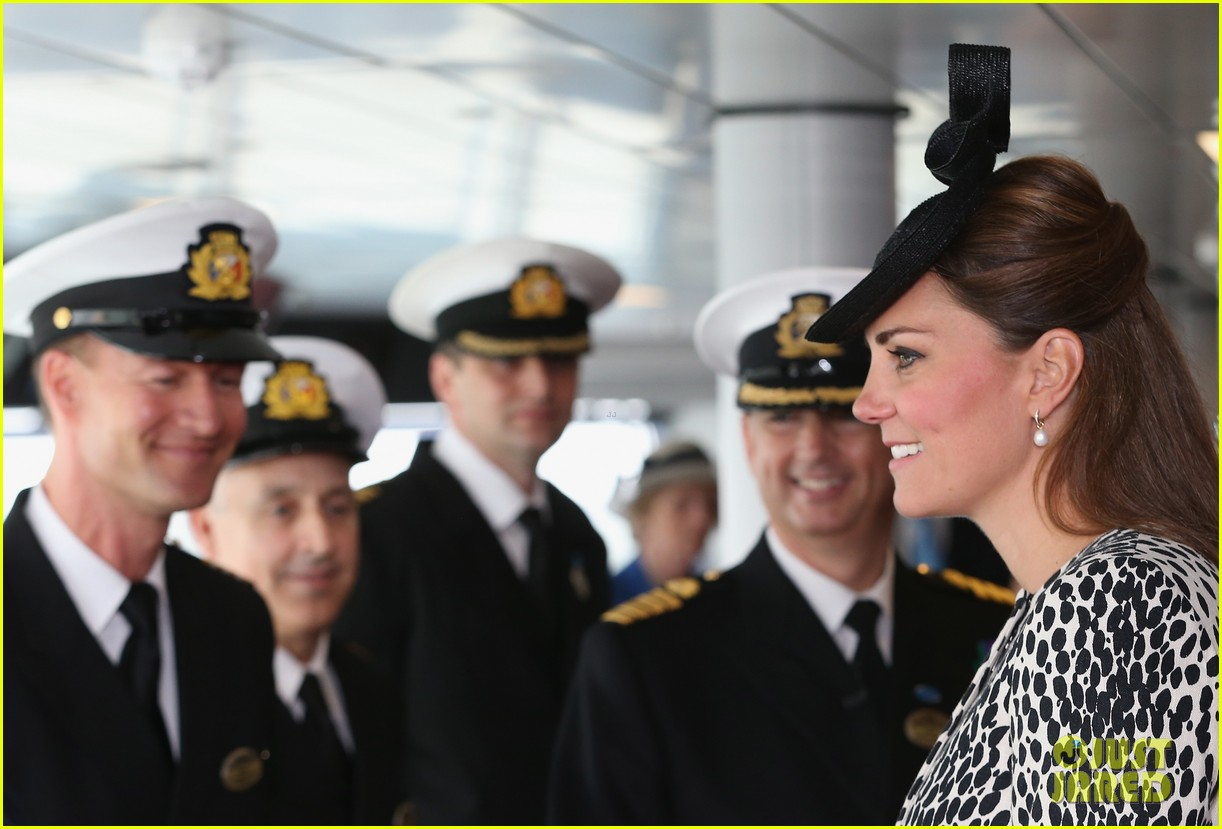 pregnant kate middleton baby bump at first ship christening 112890467