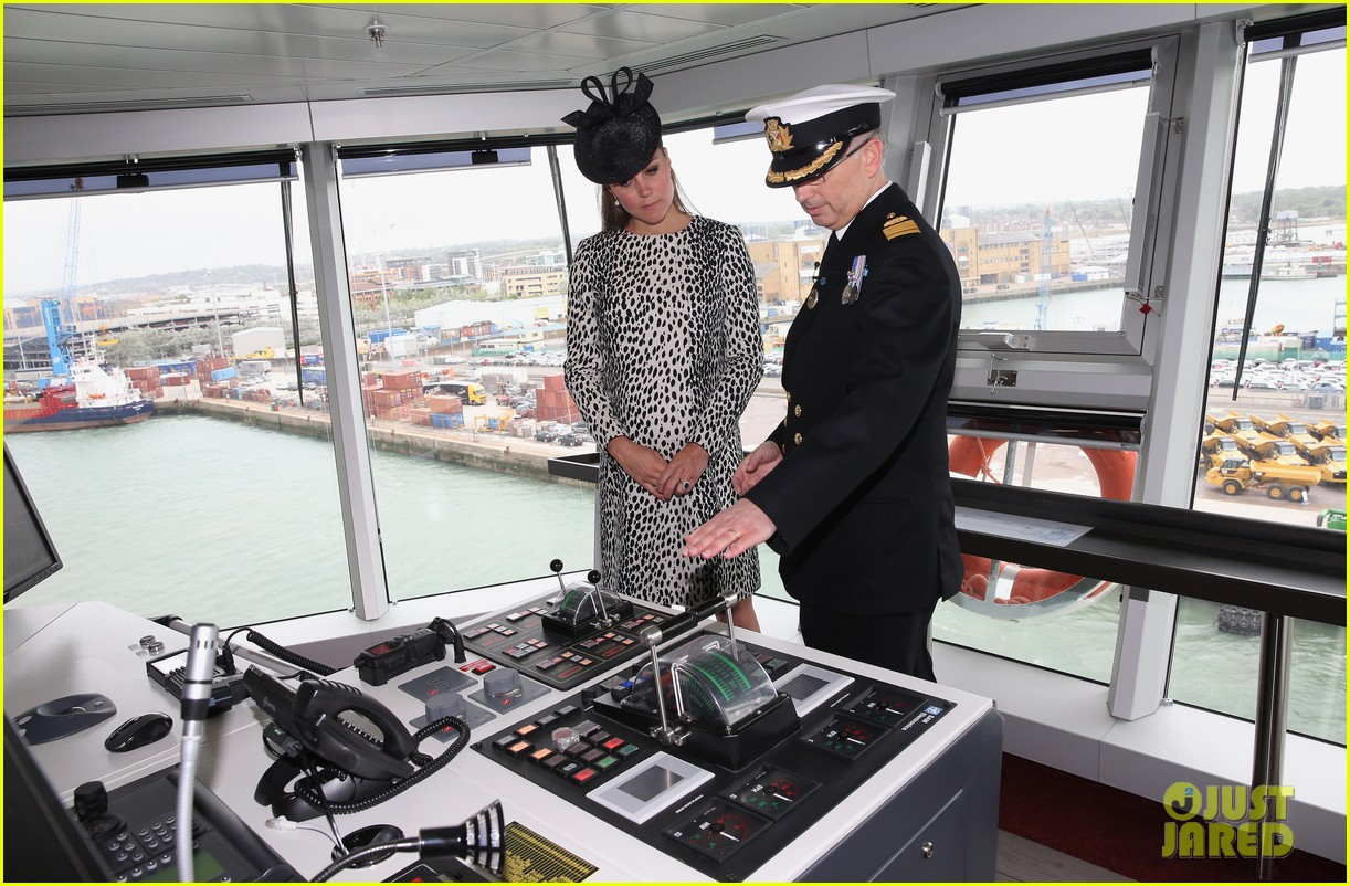 pregnant kate middleton baby bump at first ship christening 182890474