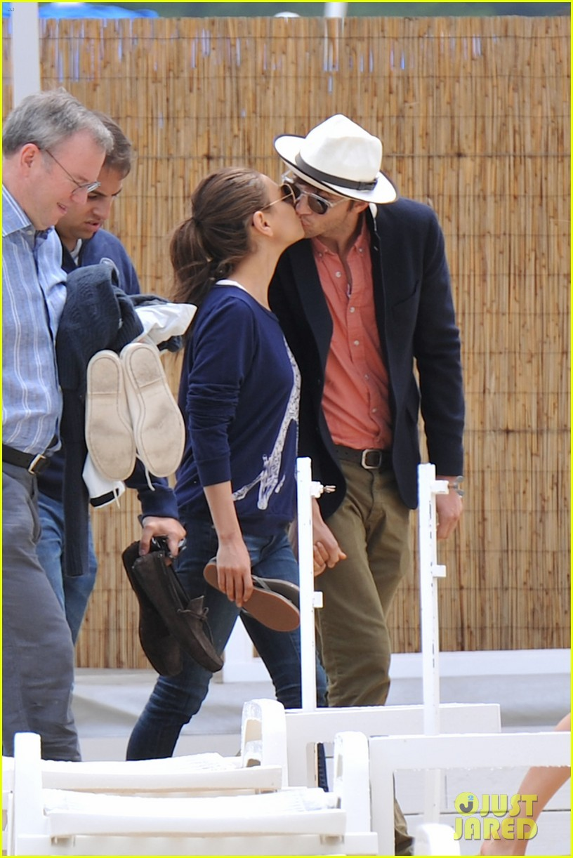 ashton kutcher mila kunis kisses in saint tropez 032887668