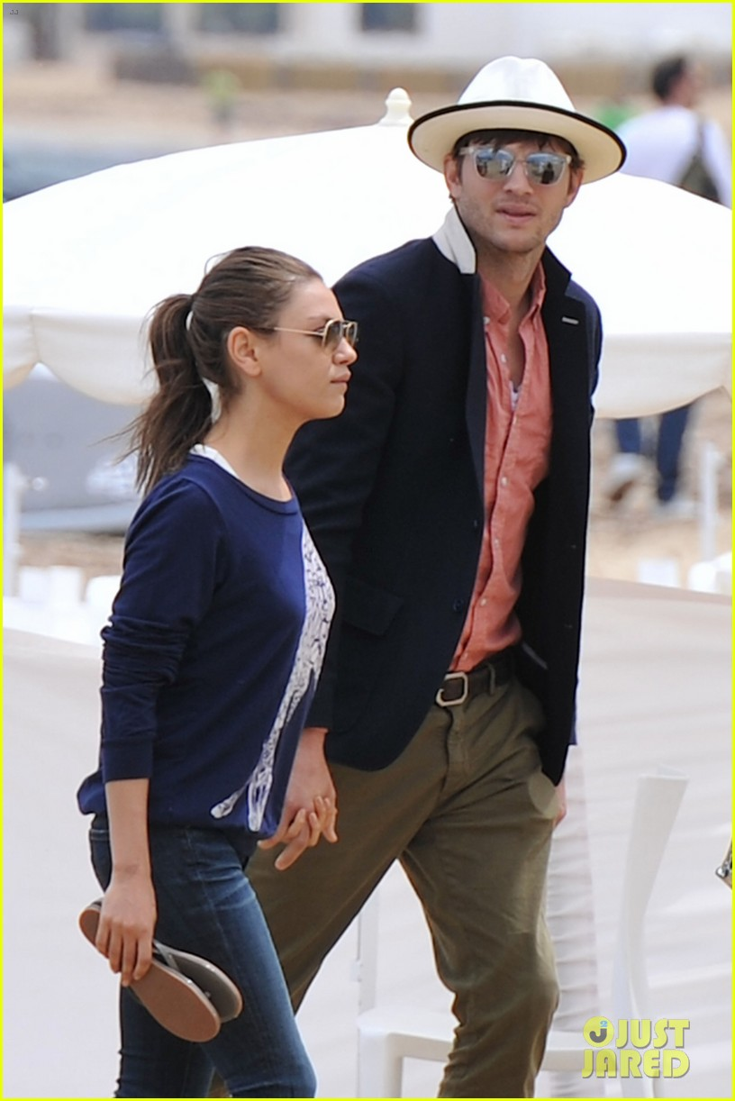 ashton kutcher mila kunis kisses in saint tropez 042887669