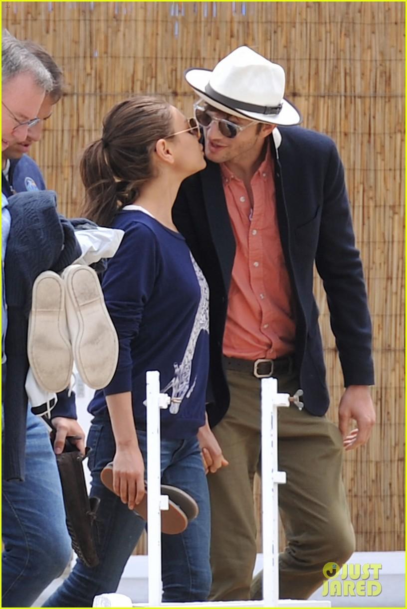 ashton kutcher mila kunis kisses in saint tropez 07