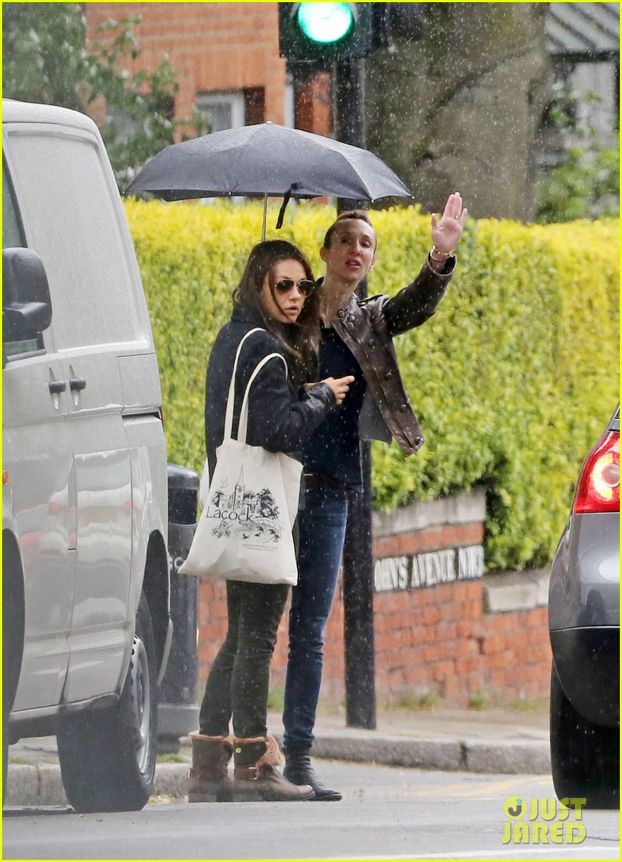 mila kunis rainy walk in london 05