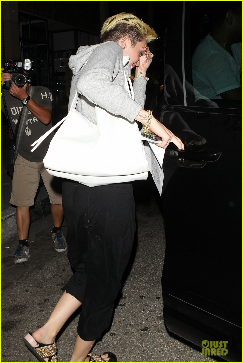 miley cyrus late night doctors appointment 08