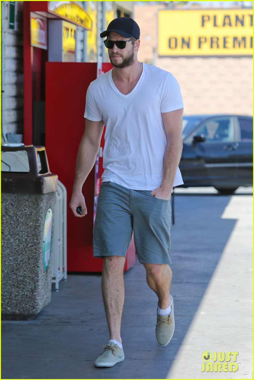 miley cyrus liam hemsworth hold hands movie date 052894550