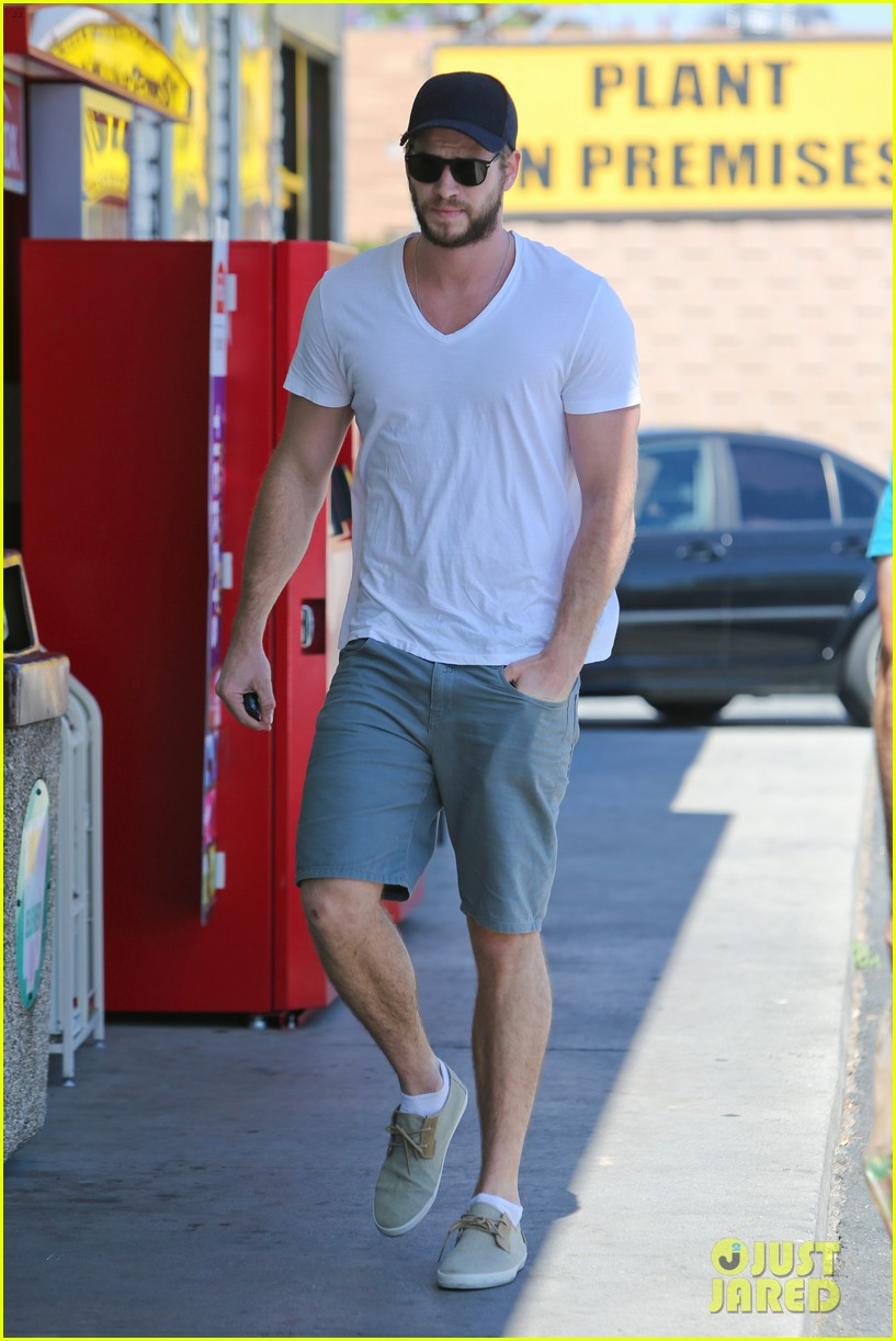 miley cyrus liam hemsworth hold hands movie date 06