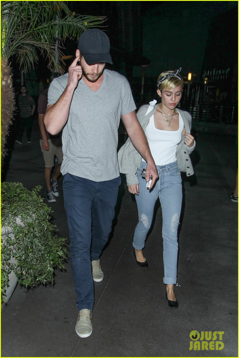 miley cyrus liam hemsworth hold hands movie date 262894571