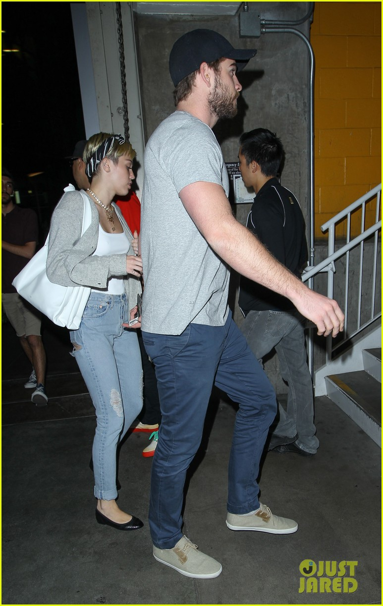 miley cyrus liam hemsworth hold hands movie date 30