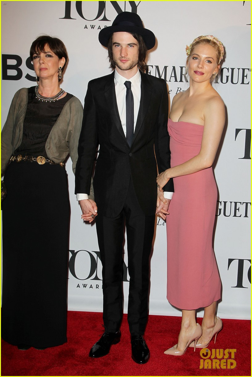 sienna miller tom sturridge tony awards 2013 red carpet 012887960