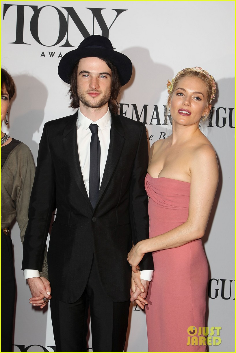 sienna miller tom sturridge tony awards 2013 red carpet 07