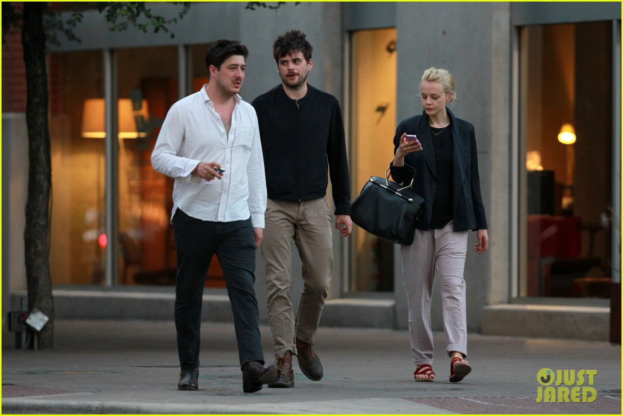 carey mulligan marcus mumford  mumfords ted dwane diagnosed with brain blood clot 022889113