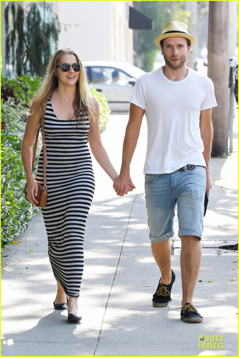 teresa palmer mark webber hold hands after spa visit 012881730