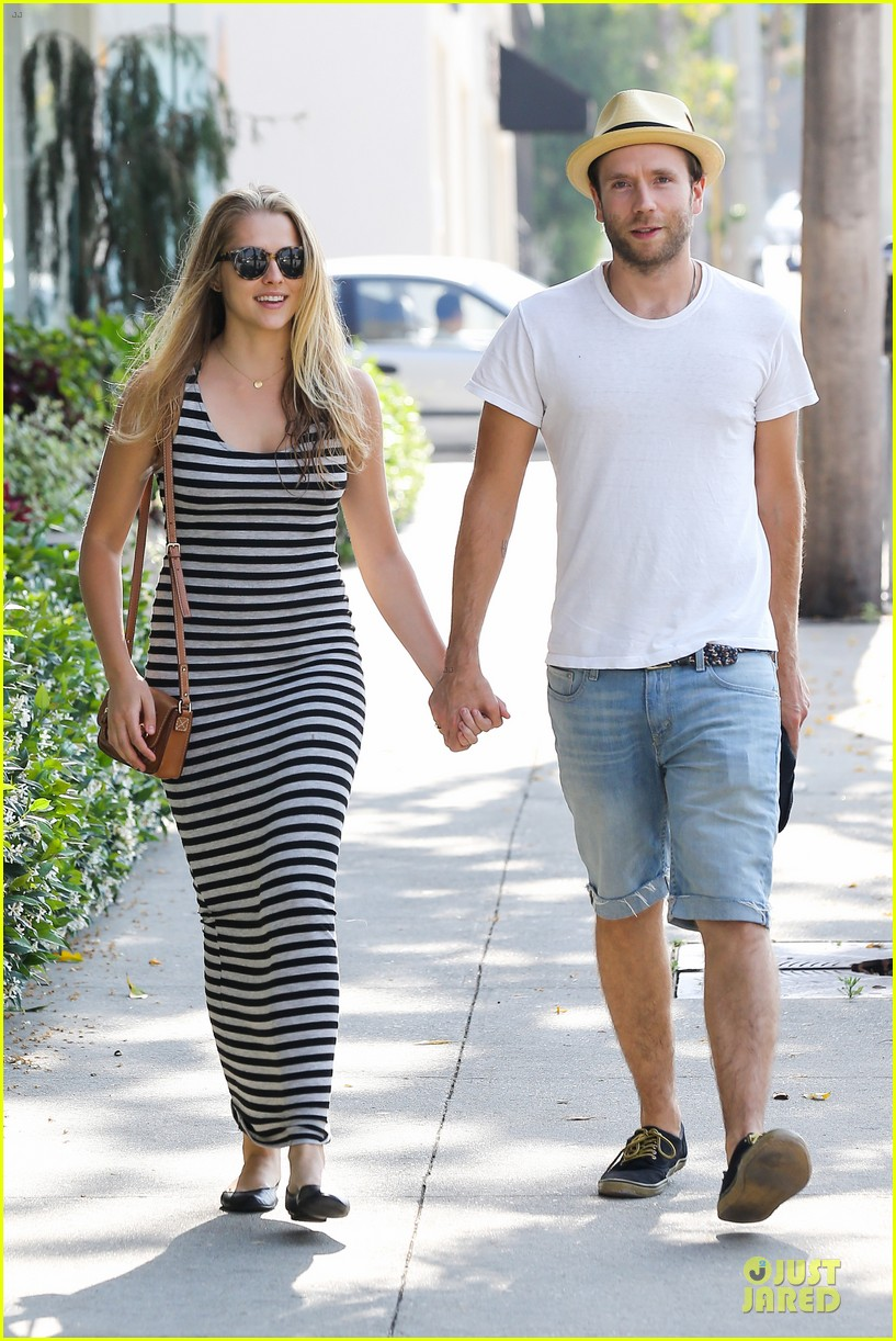 teresa palmer mark webber hold hands after spa visit 11