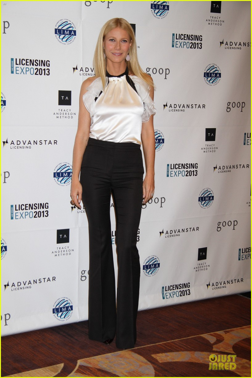 gwyneth paltrow licensing expo with tracy anderson 03
