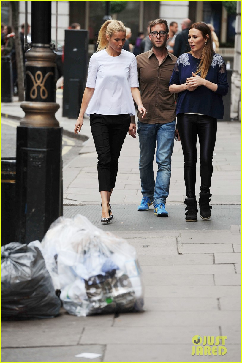 gwyneth paltrow monday morning stroll in london 04