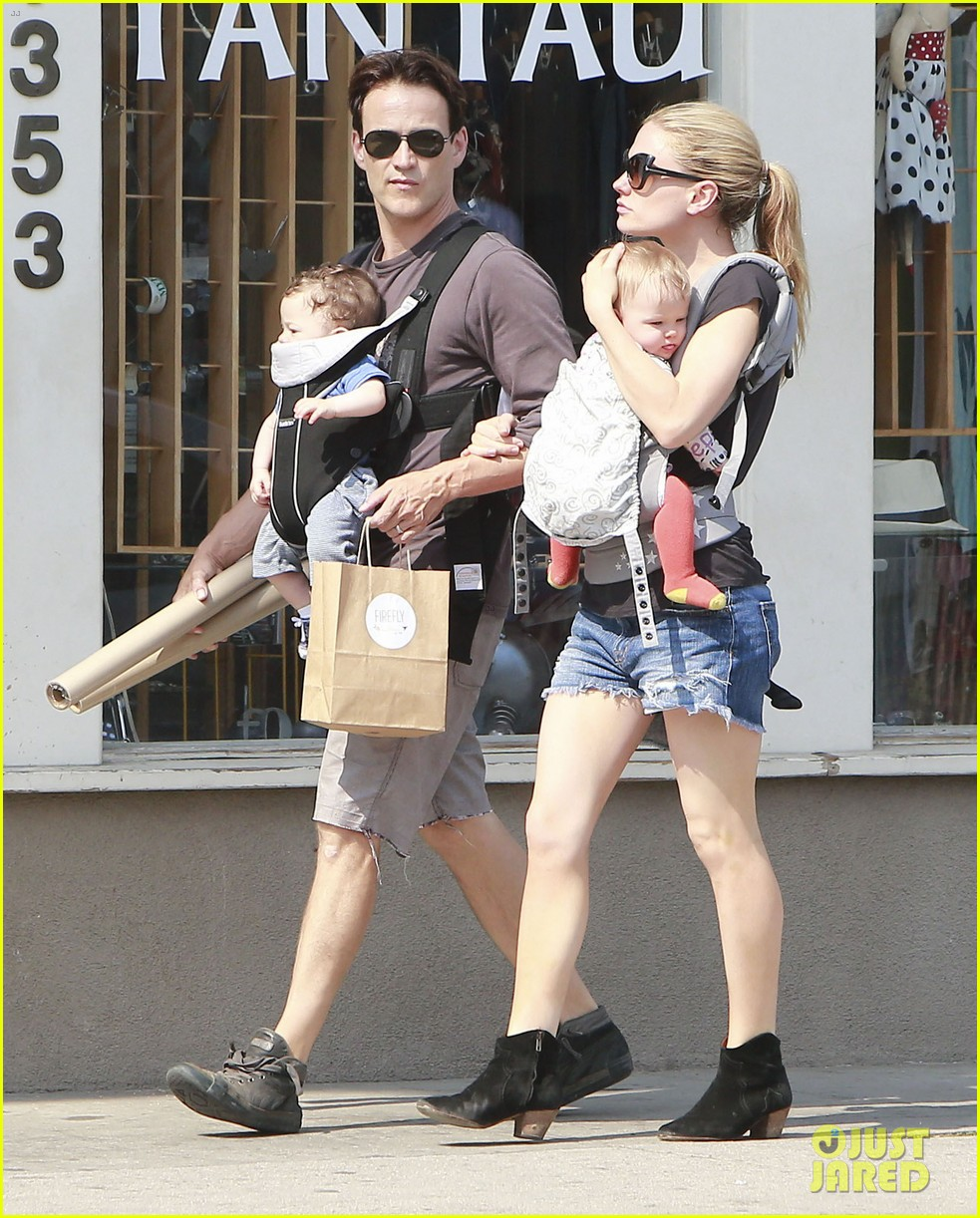 Анна пакуин с детьми фото