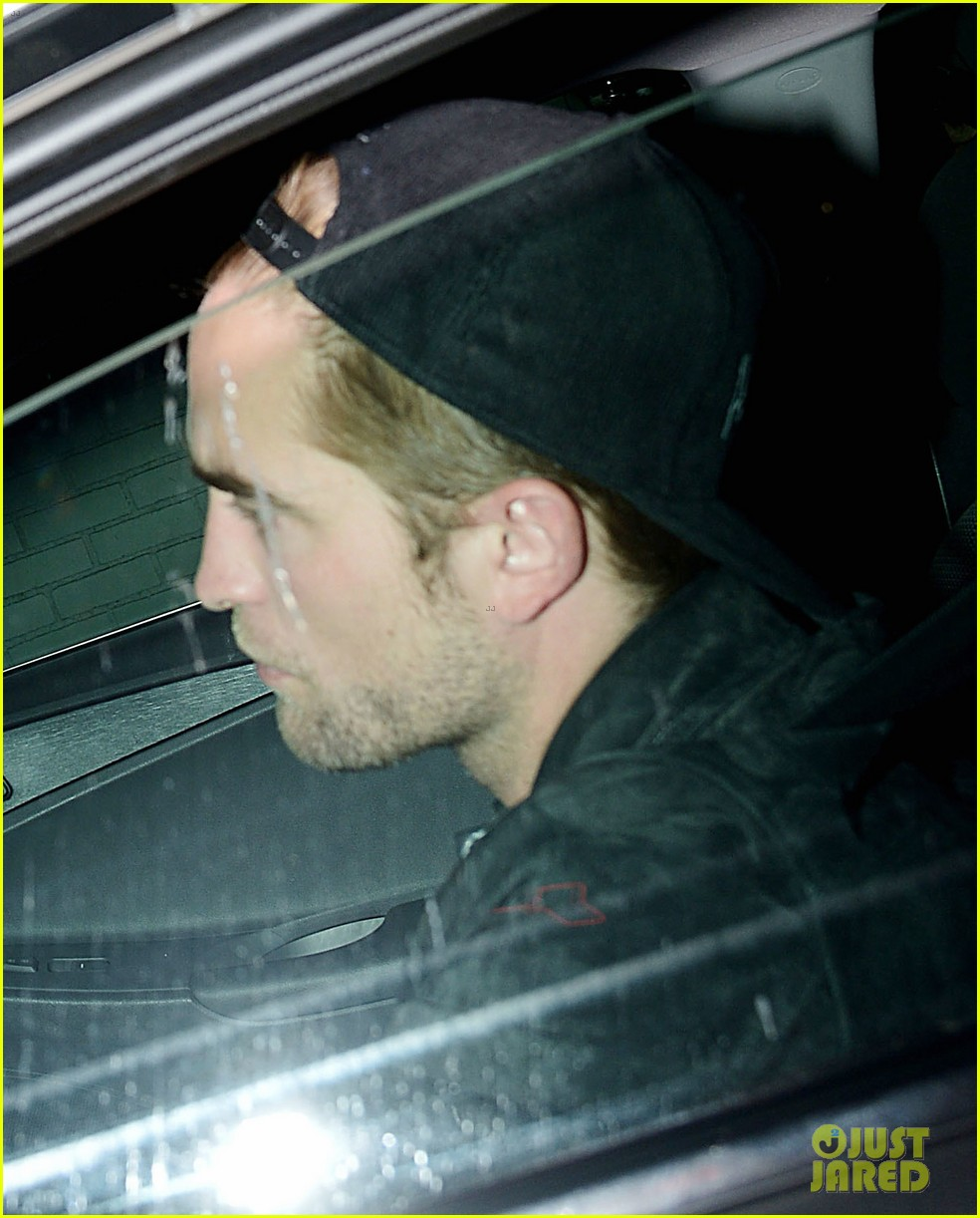 robert pattinson mindy kaling chateau marmont sightings 022894210