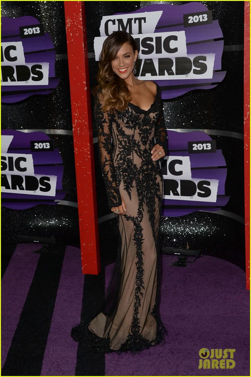 kellie pickler jana kramer cmt music awards 2013 red carpet 04