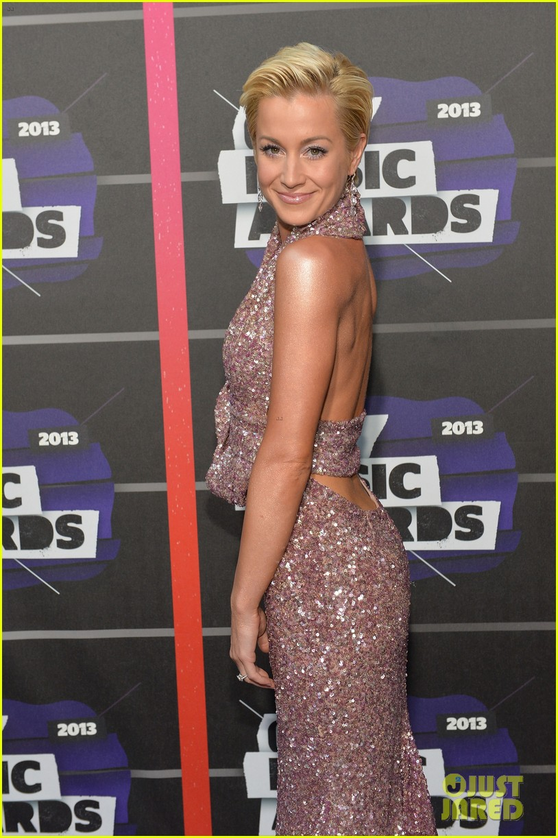 kellie pickler jana kramer cmt music awards 2013 red carpet 07