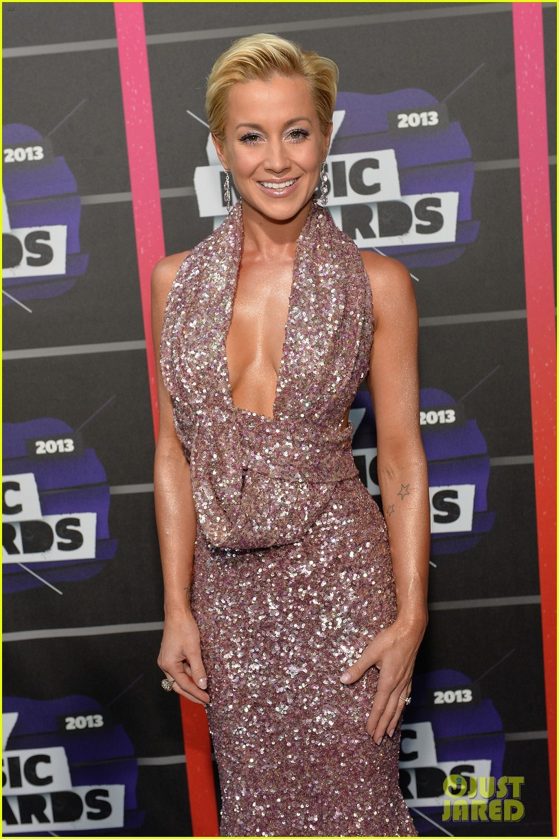 kellie pickler jana kramer cmt music awards 2013 red carpet 08