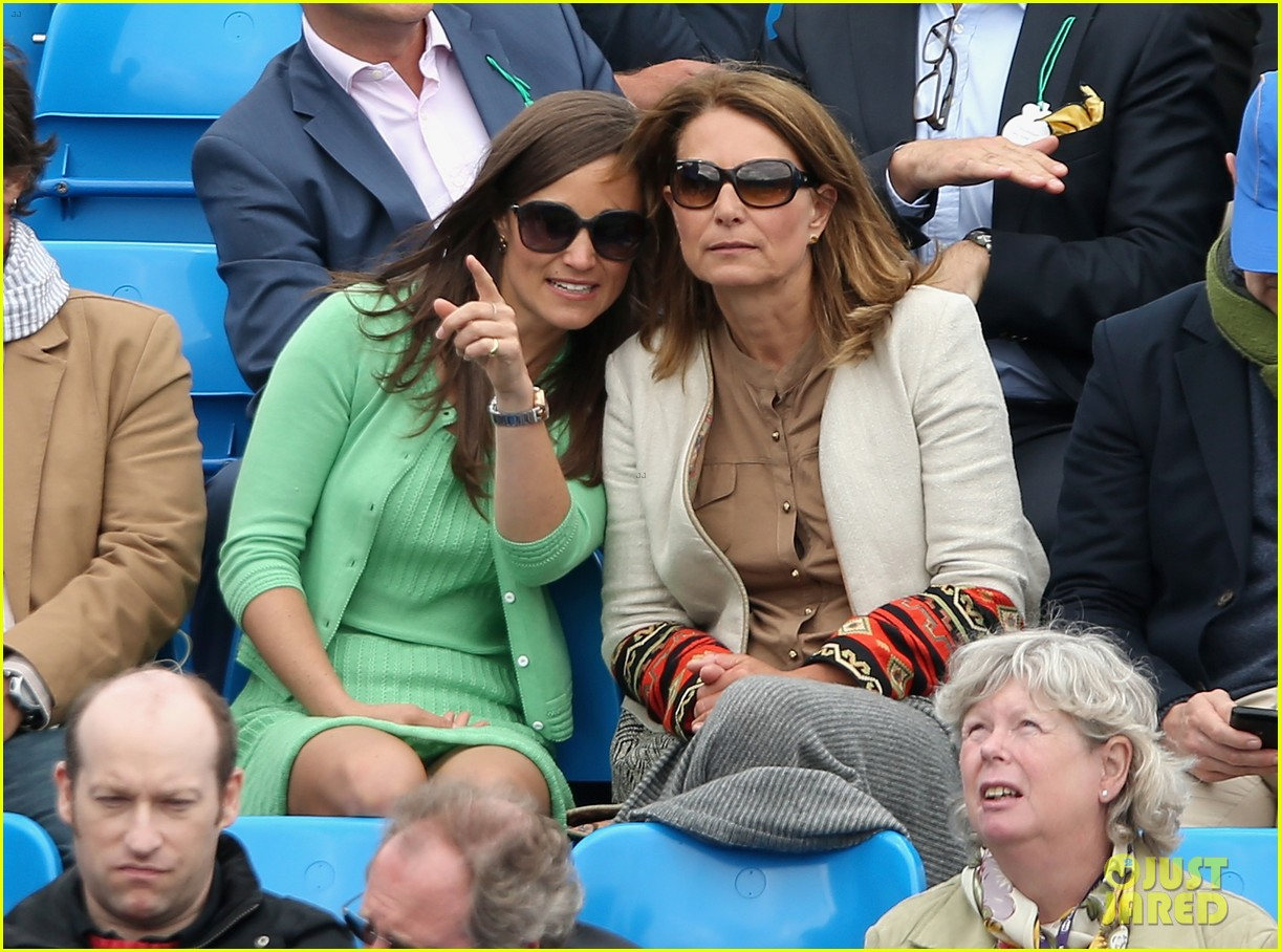 pippa middleton aegon championships with mom carole 032893111
