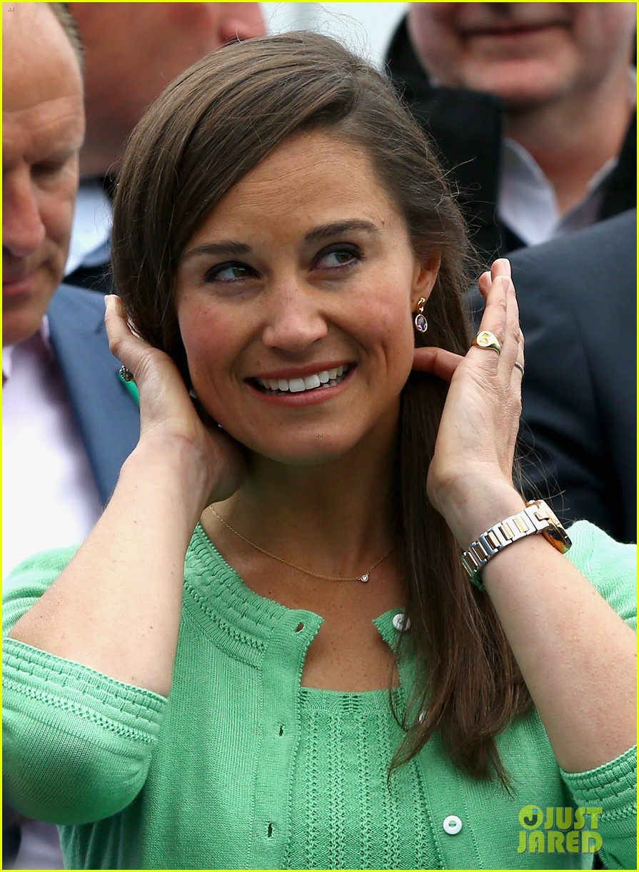 pippa middleton aegon championships with mom carole 10