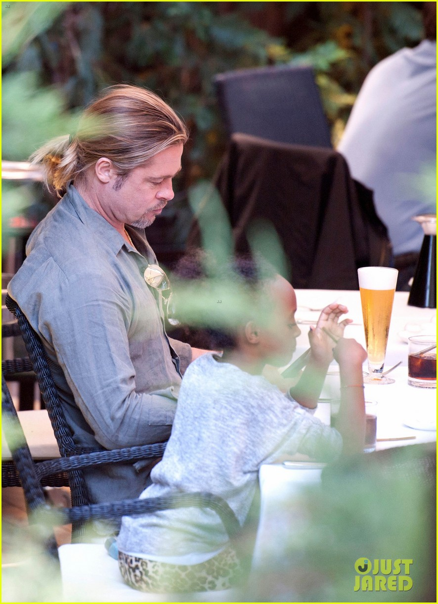 brad pitt japanese meal in spain with zahara shiloh 01
