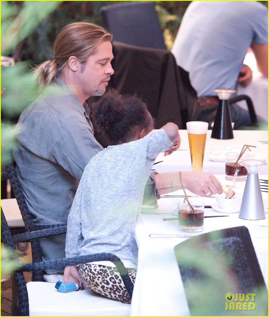 brad pitt japanese meal in spain with zahara shiloh 03