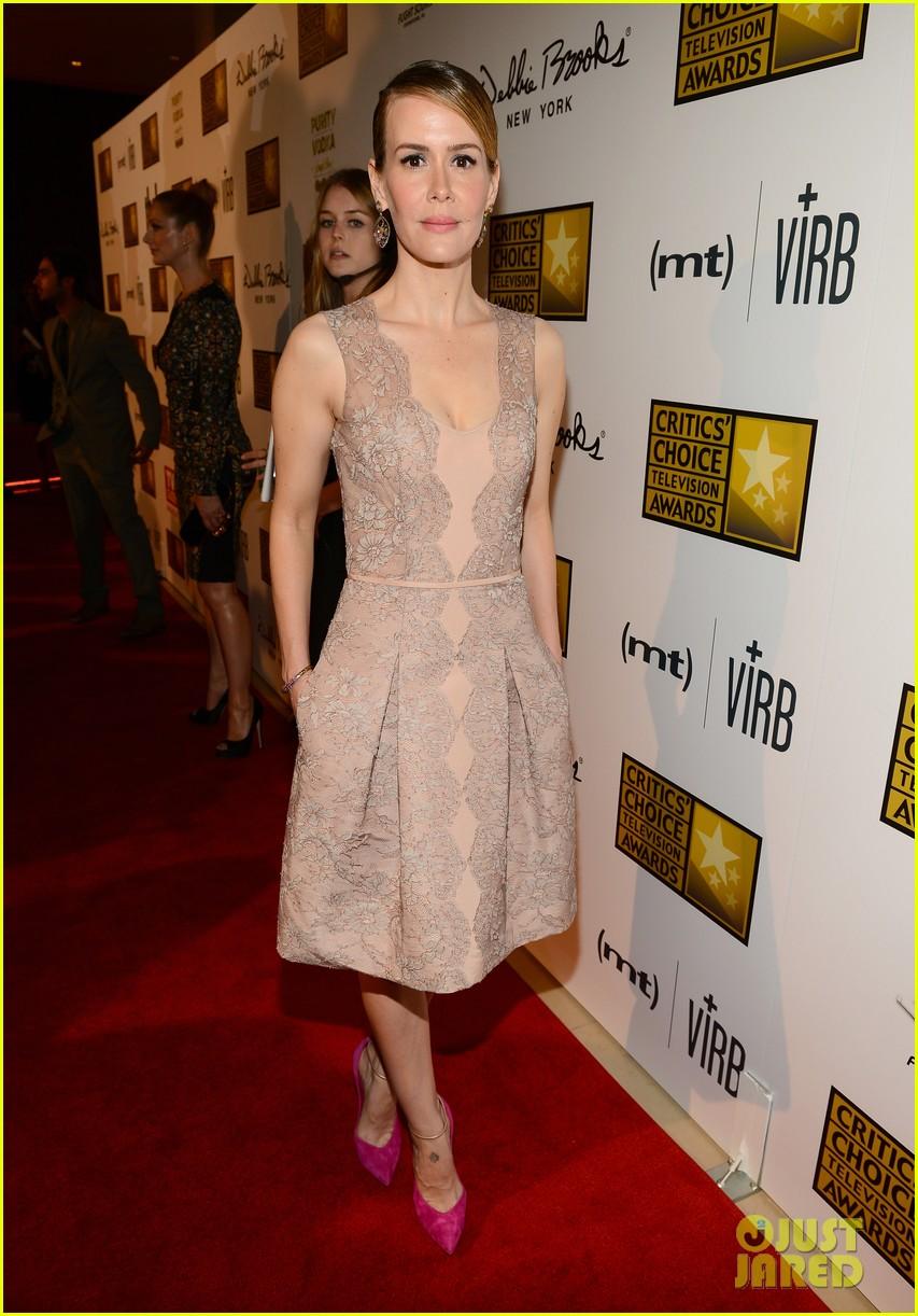 zachary quinto sarah paulson critics choice tv awards 2013 red carpet 08