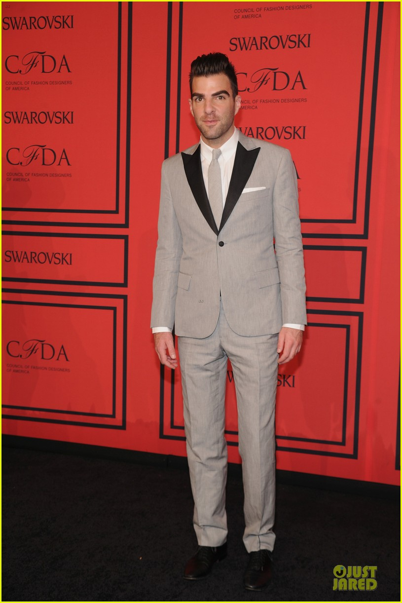 zachary quinto ethan hawke cfda fashion awards 2013 red carpet 03