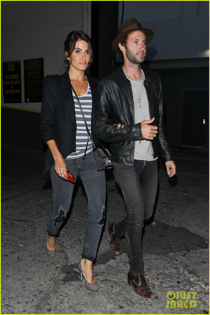 nikki reed supports paul mcdonald at hotel cafe gig 04