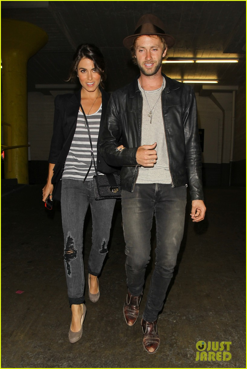 nikki reed supports paul mcdonald at hotel cafe gig 05
