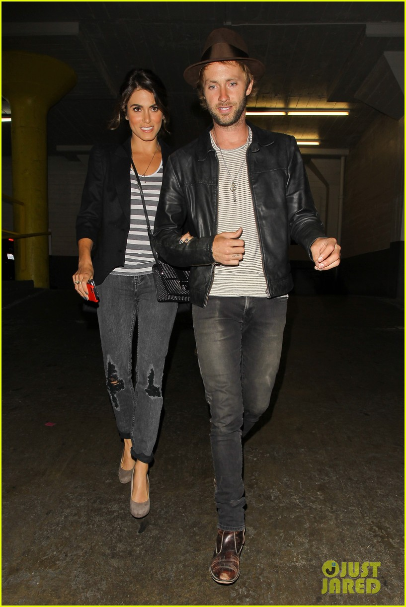 nikki reed supports paul mcdonald at hotel cafe gig 06