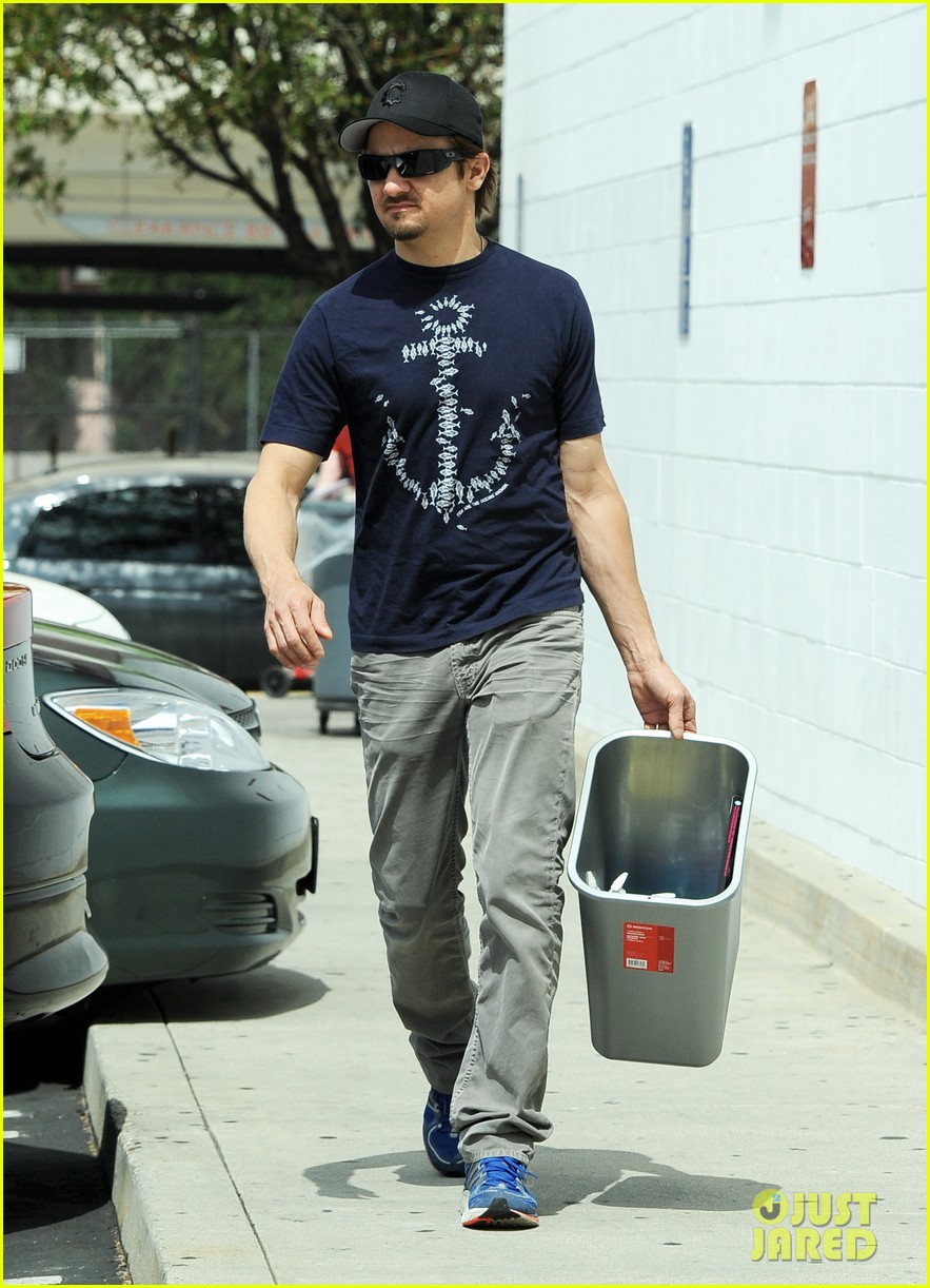 jeremy renner picks up office supplies take out food 06