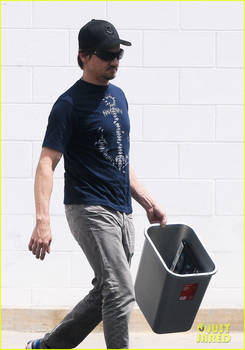jeremy renner picks up office supplies take out food 13