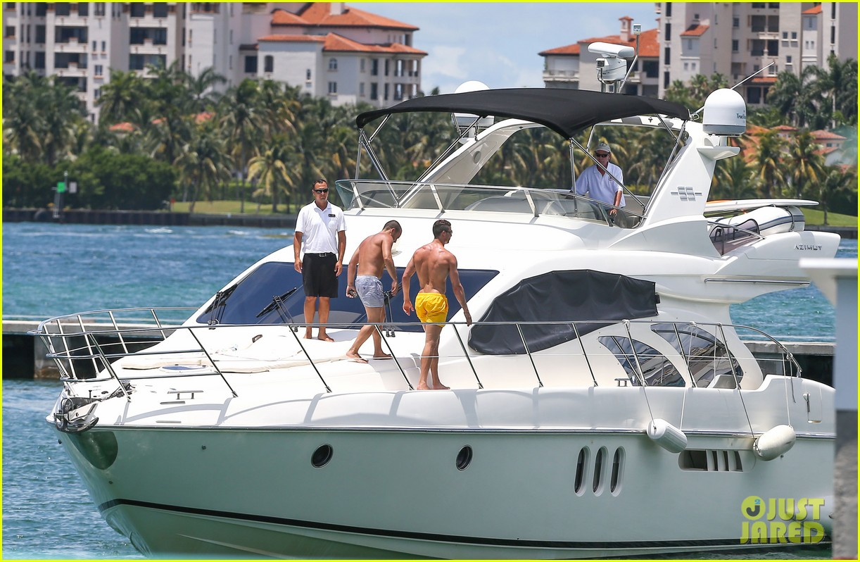 cristiano ronaldo shirtless yacht ride in miami 22