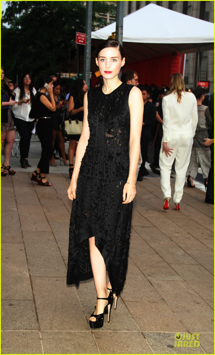rooney kate mara cfda fashion awards 2013 red carpet 03