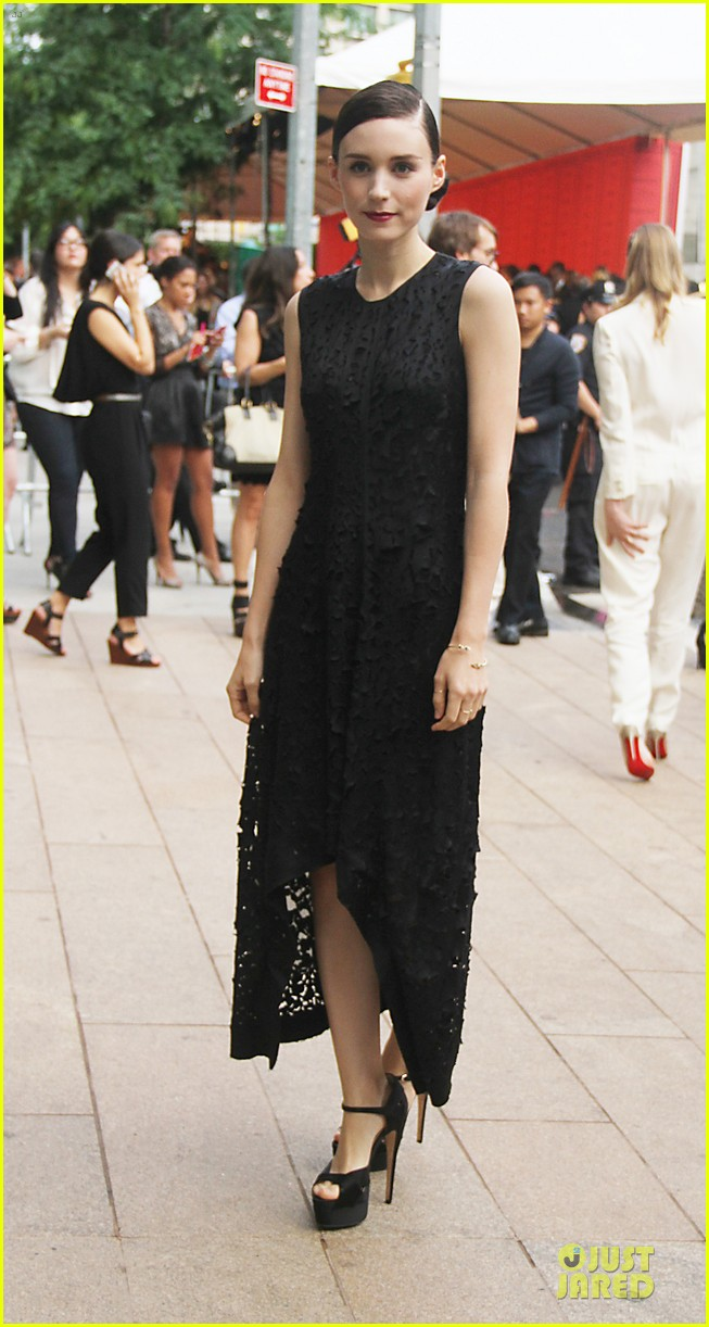 rooney kate mara cfda fashion awards 2013 red carpet 072883945