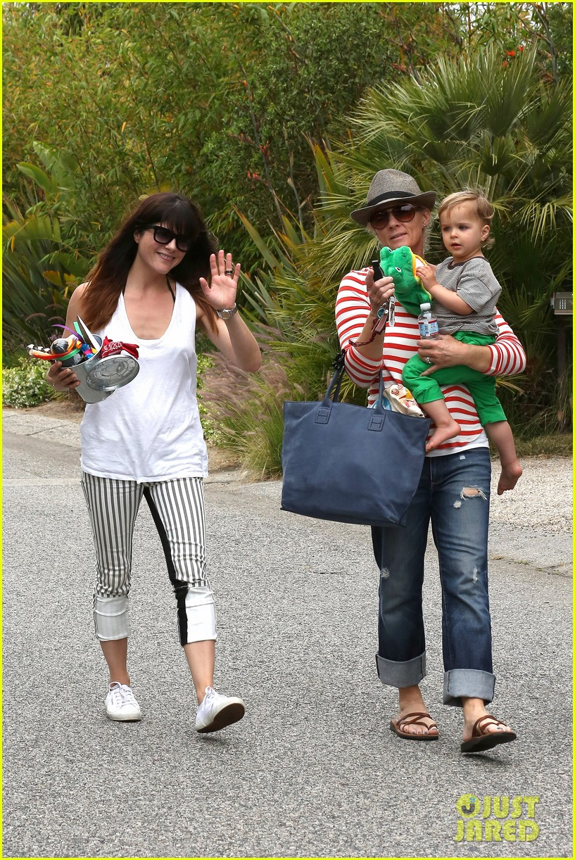 sandra bullock selma blair birthday party with the boys 02