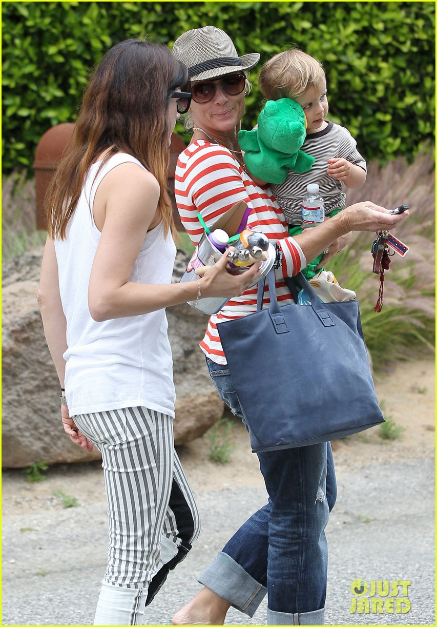sandra bullock selma blair birthday party with the boys 19