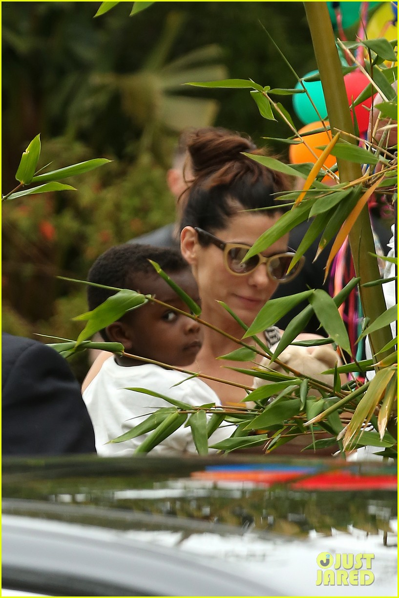 sandra bullock selma blair birthday party with the boys 282883119