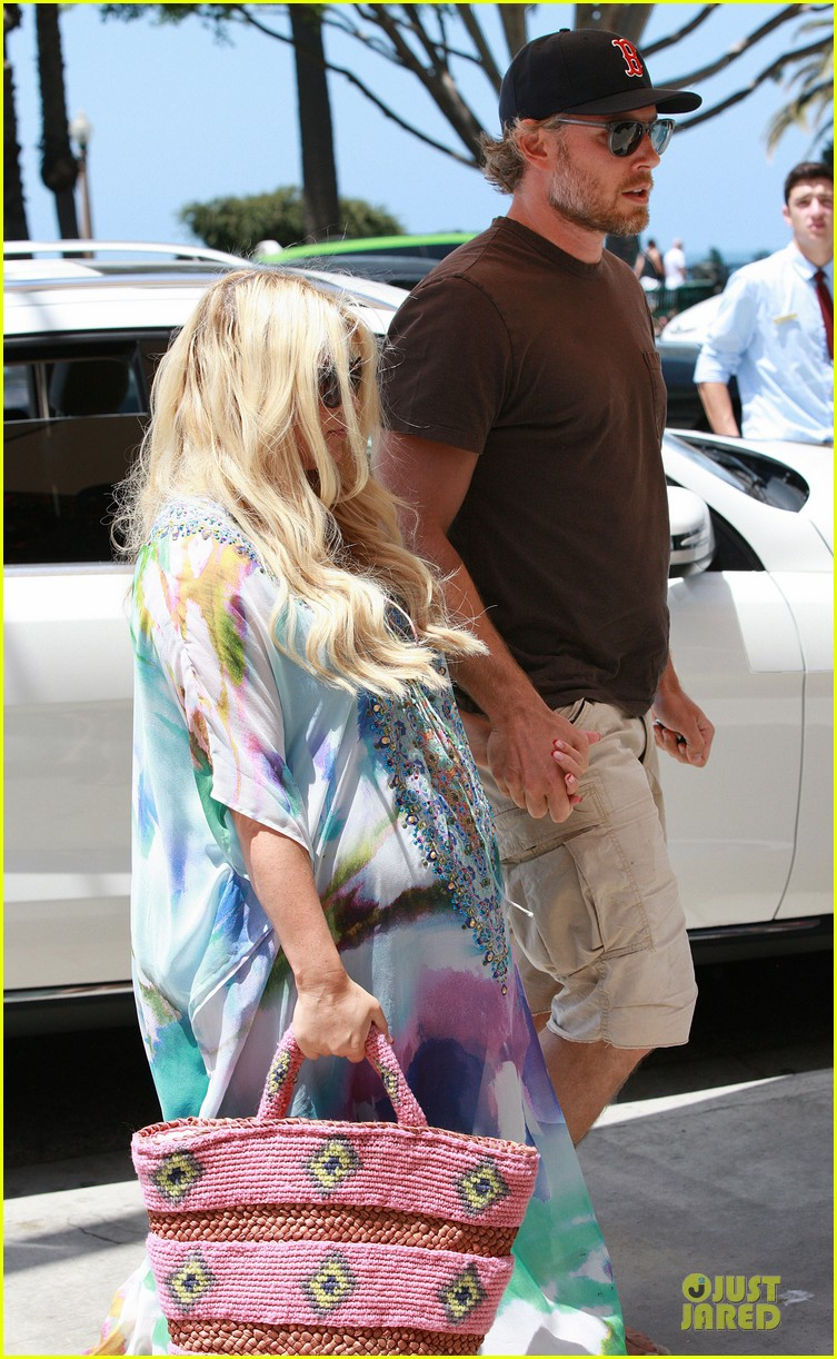 jessica simpson eric johnson hold hands for maxwell less lunch 10