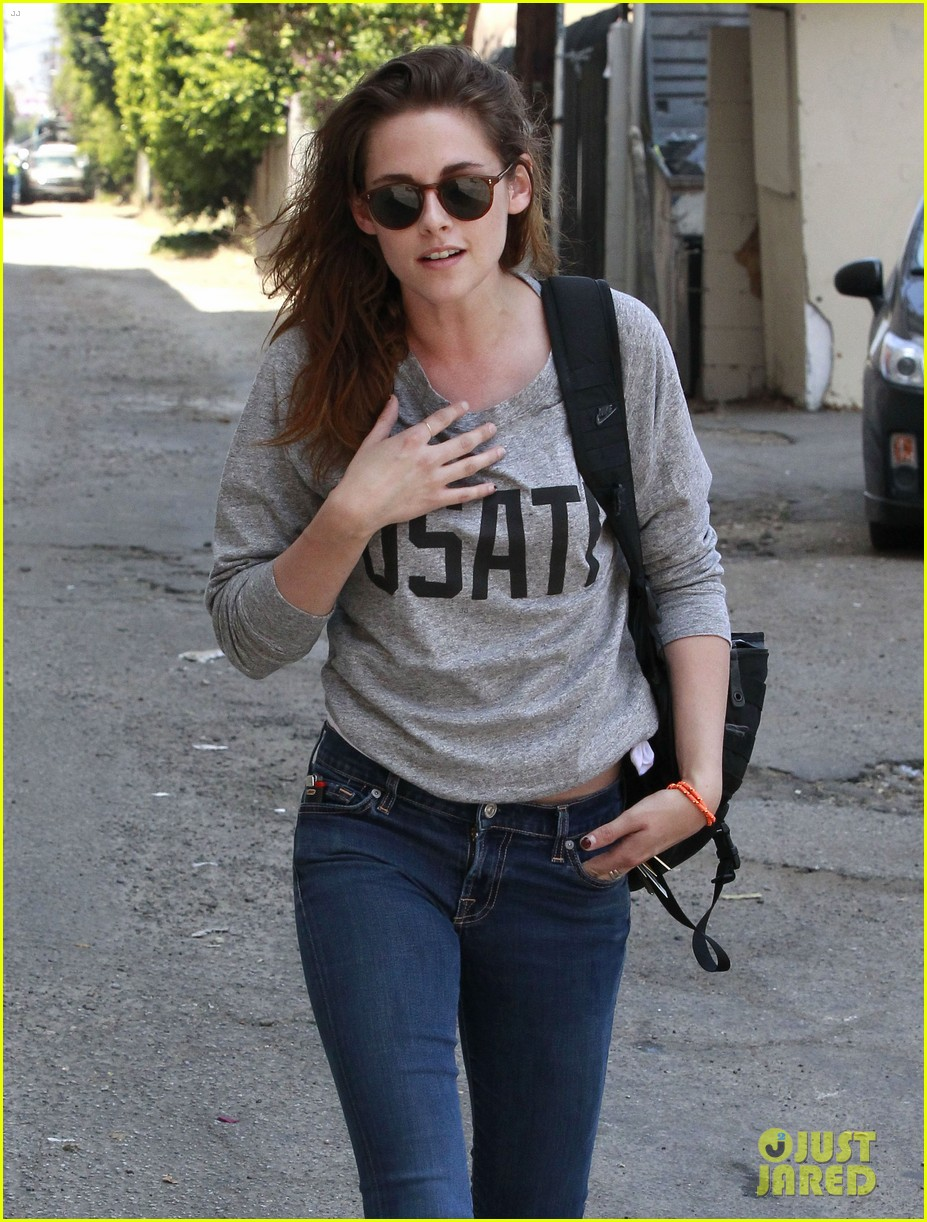 kristen stewart office building stop on thursday 16