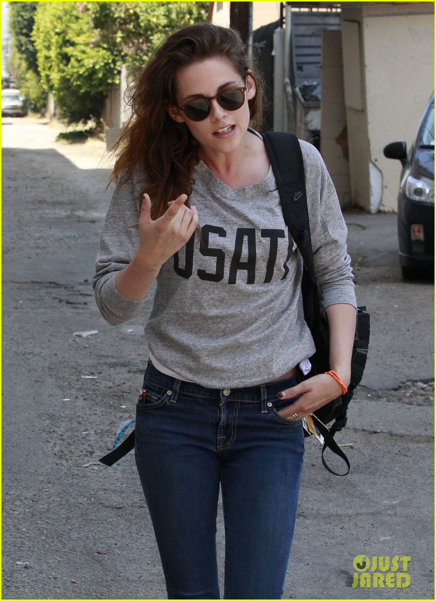 kristen stewart office building stop on thursday 172890746