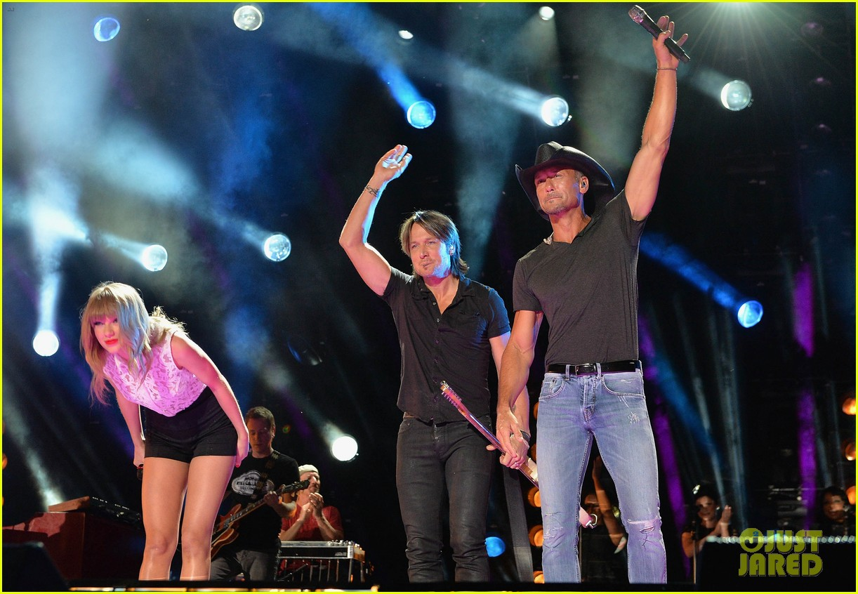 taylor swift keith urban tim mcgraw cma music festival 02