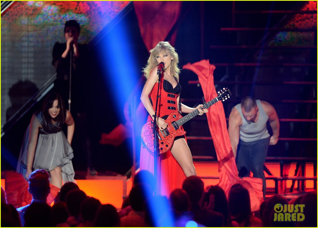 taylor swift cmt music awards performance 2013 video 132885258