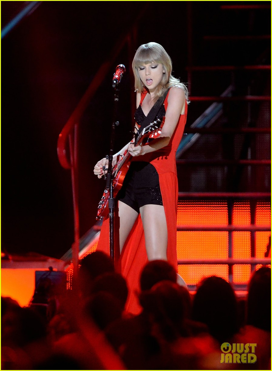 taylor swift cmt music awards performance 2013 video 142885259