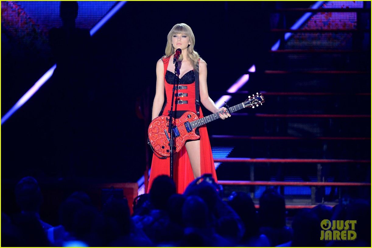 taylor swift cmt music awards performance 2013 video 15